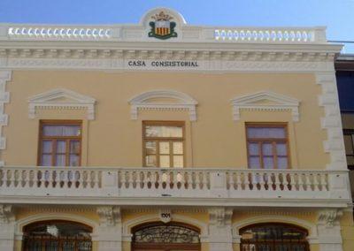 Pintar y sanear fachada de Casa Consistorial de Algemesi