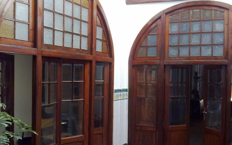 Restaurar vigas de madera puertas y ventanas de exterior for Restauracion de puertas antiguas