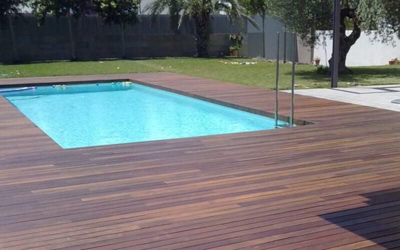 Suelo para piscinas tapiz de suelo para piscinas ovaladas for Suelo exterior piscina